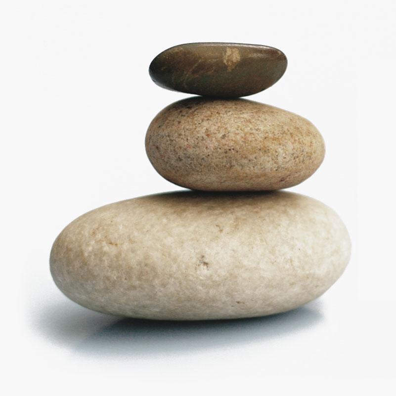 drei Steine aufeinander